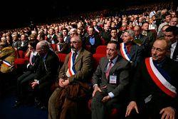 Zoom_SITE_250DOC_AMF_ILU_20091014_salle_avec_echarpes_congres_petit