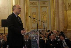 Bruno-le-roux-sous-limpulsion-de-francois-hollande-une-strategie-de-croissance-remplace-la-politique