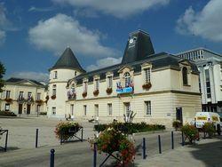 800px-Hôtel_de_ville_-_Clamart_-_Haut-de-Seine_–_France_–_Mérimée_PA00088094-1